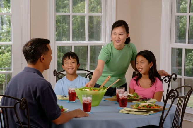 family-eating-at-the-table-619142